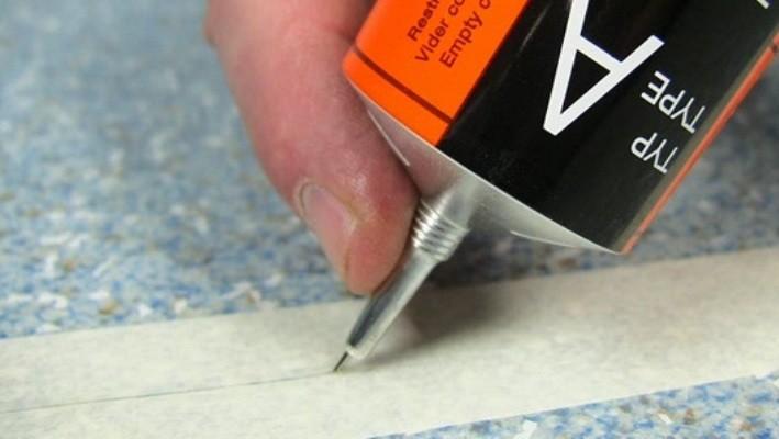 Как постелить линолеум своими руками: инструменты, материалы, укладка (видео)