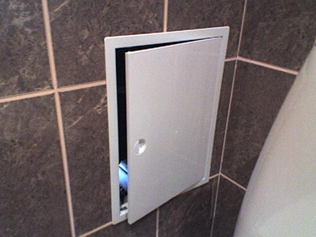 Как установить сантехнический шкаф в квартире