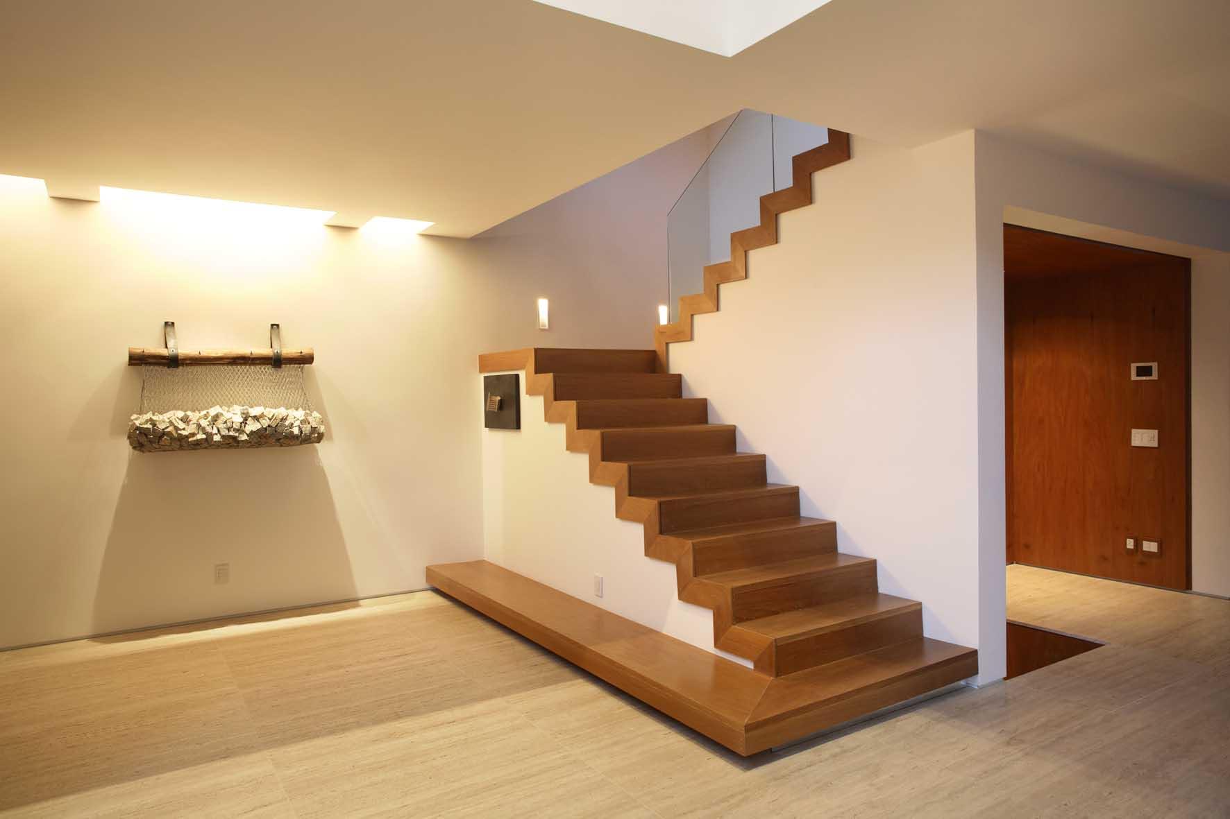 Лестница двухмаршевая у вас дома!