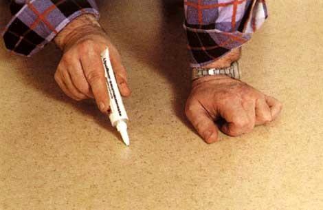 Как отремонтировать линолеум своими руками: основные дефекты и способы их устранения