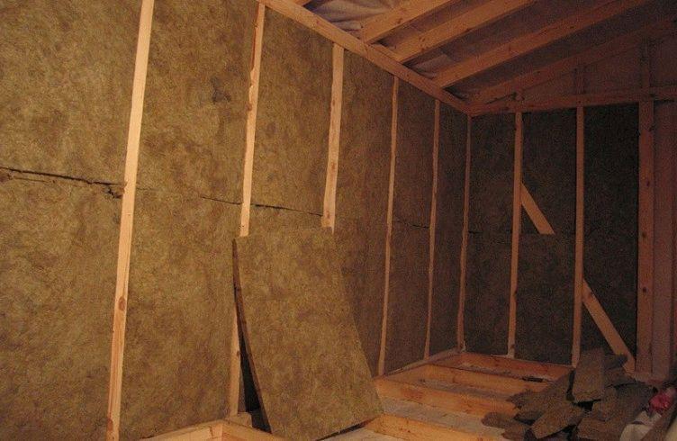Как правильно утеплить мансарду с ломаной крышей и обшить ее?