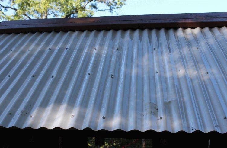 Как отремонтировать крышу из профнастила своими руками?