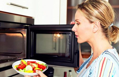 Как выбрать микроволновую печь: функции и возможности микроволновок